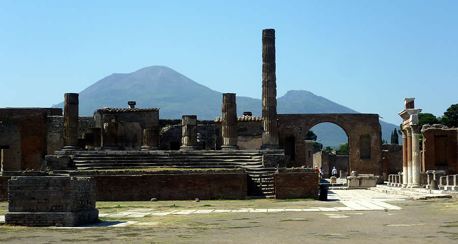 Italian family beach holiday Pompeii tours day trip Mount Vesuvius
